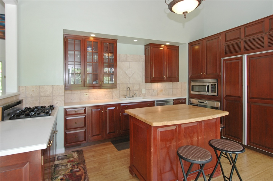 Real Estate Photography - 5200 Grove Rd, Palatine, IL, 60067 - Kitchen