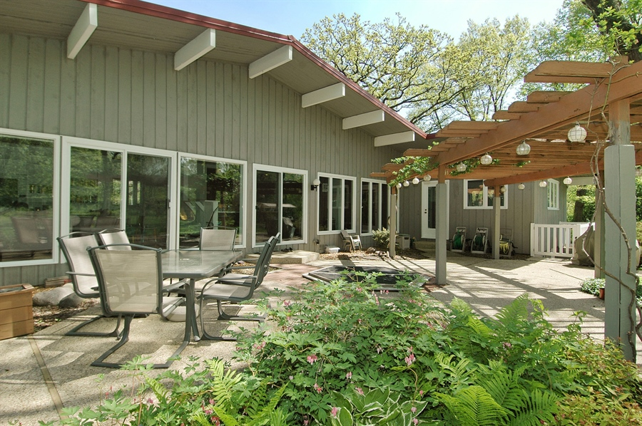 Real Estate Photography - 5200 Grove Rd, Palatine, IL, 60067 - Patio