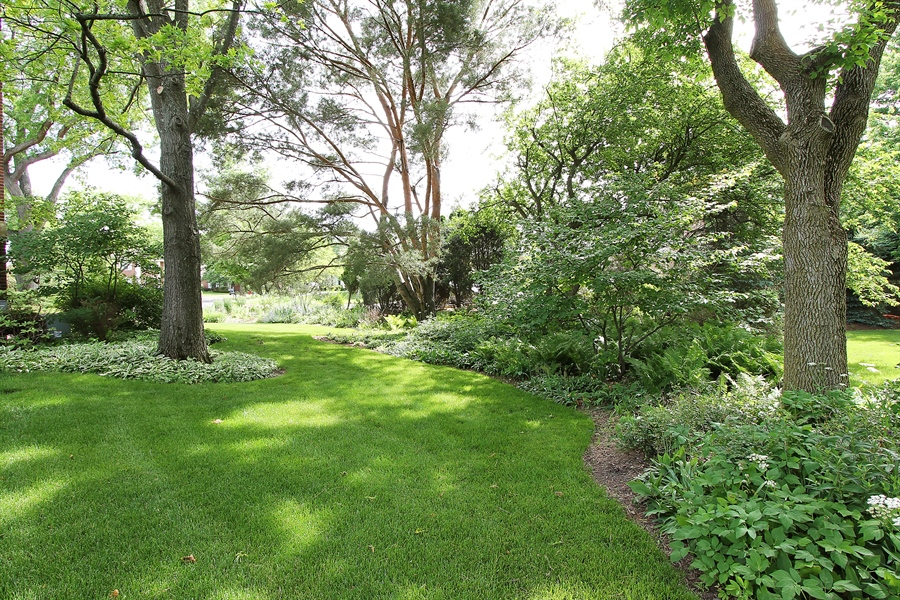Real Estate Photography - 1447 S Shore, Barrington, IL, 60010 - Side Yard