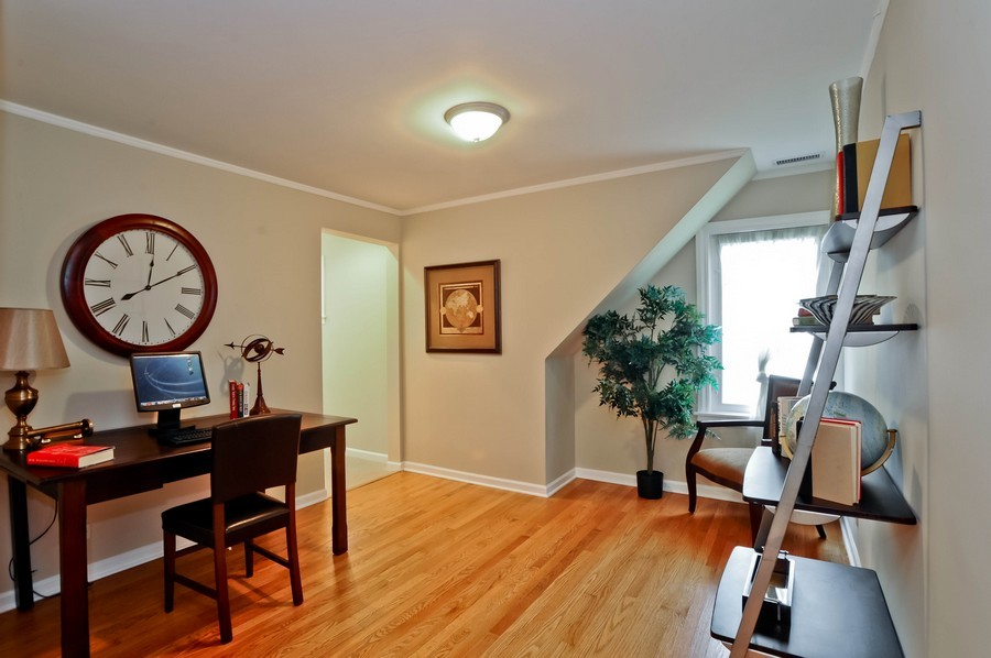 Real Estate Photography - 568 Chicago Ave, Highland Park, IL, 60035 - Loft