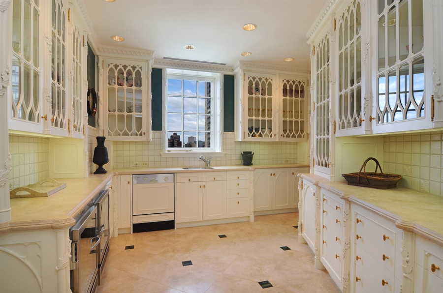 Real Estate Photography - 2450 North Lakeview Ave, 10, Chicago, IL, 60614 - Butlers Pantry