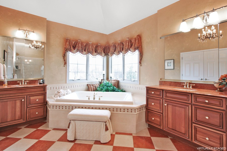 Real Estate Photography - 5331 Notting Hill Rd, Gurnee, IL, 60031 - Master Bathroom