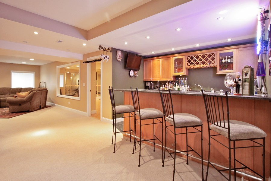 Real Estate Photography - 5331 Notting Hill Rd, Gurnee, IL, 60031 - Bar