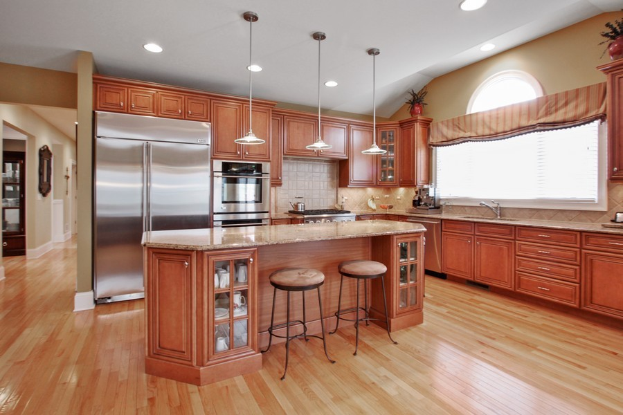 Real Estate Photography - 5331 Notting Hill Rd, Gurnee, IL, 60031 - Kitchen