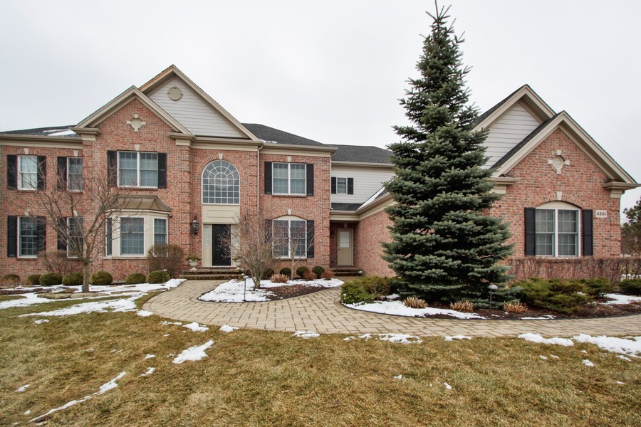 Real Estate Photography - 5331 Notting Hill Road, Gurnee, IL, 60031 - Front View