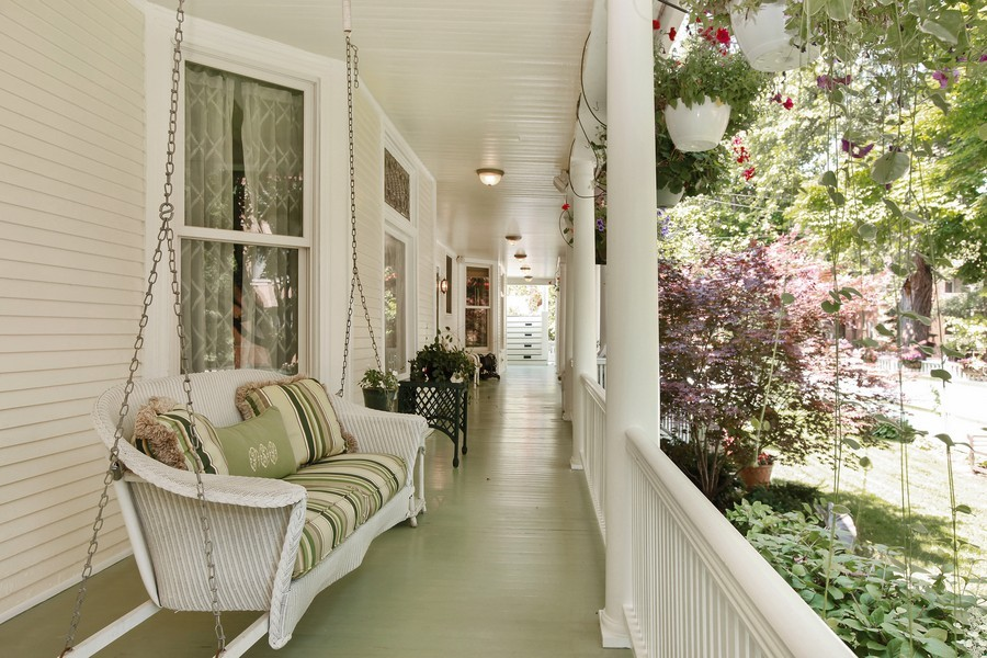 Real Estate Photography - 1904 West Patterson Ave, Chicago, IL, 60613 - Wraparound porch