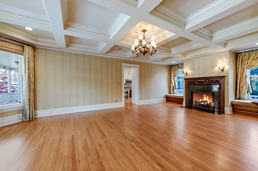 Real Estate Photography - 1904 West Patterson Ave, Chicago, IL, 60613 - Family Room