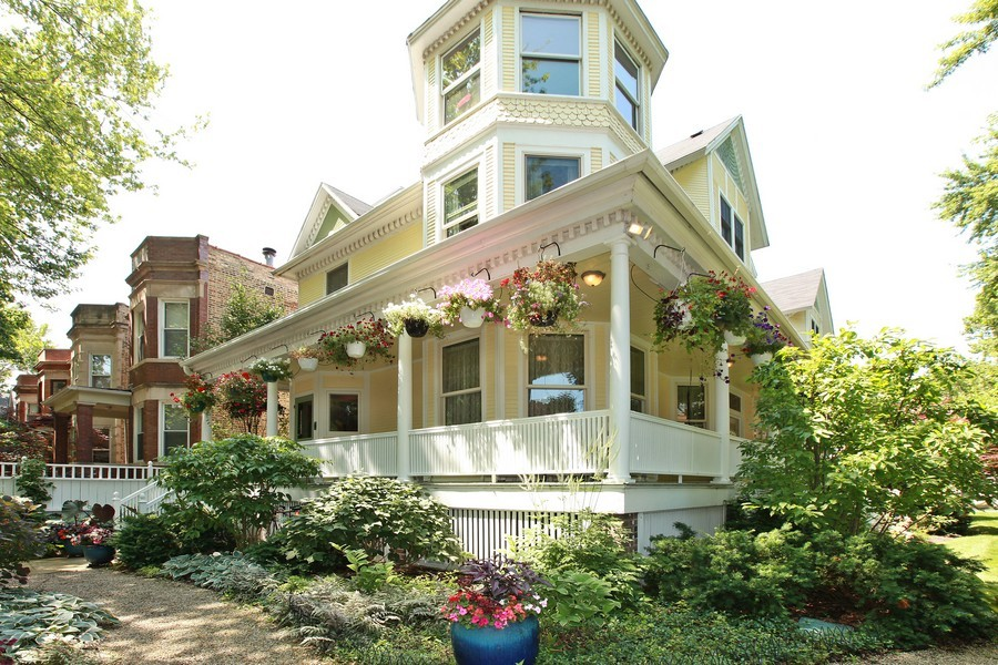 Real Estate Photography - 1904 West Patterson Ave, Chicago, IL, 60613 - Front View