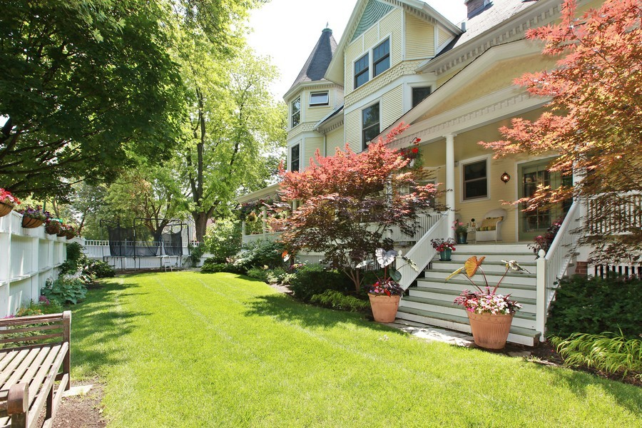 Real Estate Photography - 1904 West Patterson Ave, Chicago, IL, 60613 - Side View