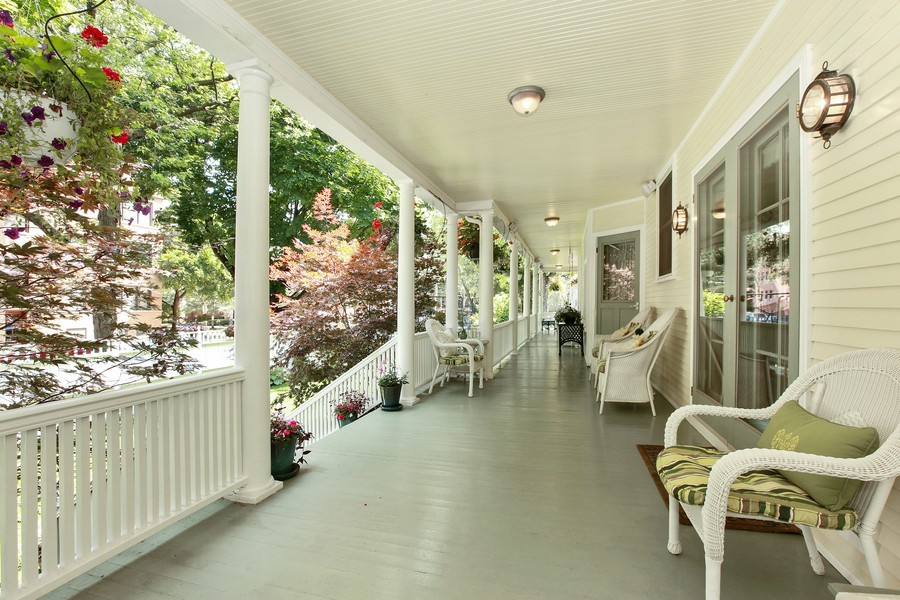 Real Estate Photography - 1904 West Patterson Ave, Chicago, IL, 60613 - Porch