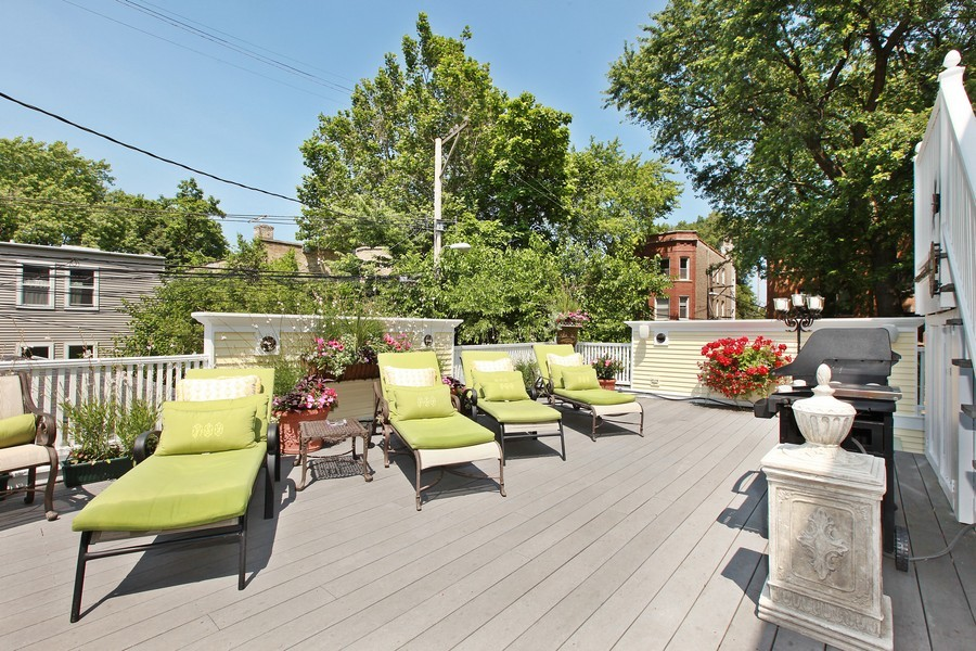 Real Estate Photography - 1904 West Patterson Ave, Chicago, IL, 60613 - Deck