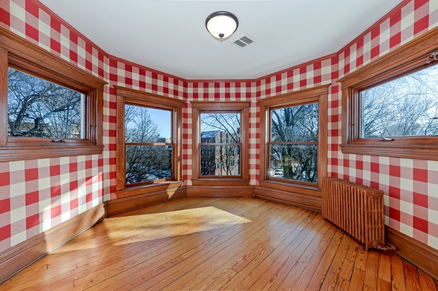 Real Estate Photography - 1904 West Patterson Ave, Chicago, IL, 60613 - Sun Room