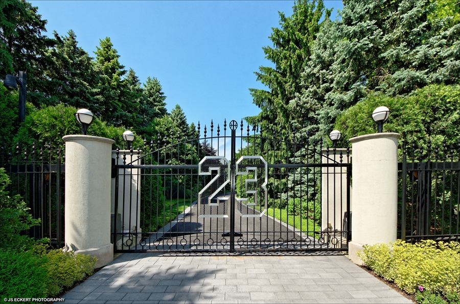 Real Estate Photography - 2700 Point Dr, # 2700, Highland Park, IL, 60035 -