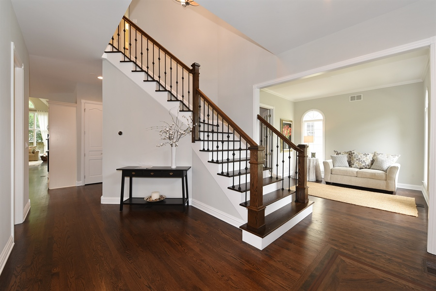 Real Estate Photography - 724 N County Line Rd, Hinsdale, IL, 60521 - Foyer