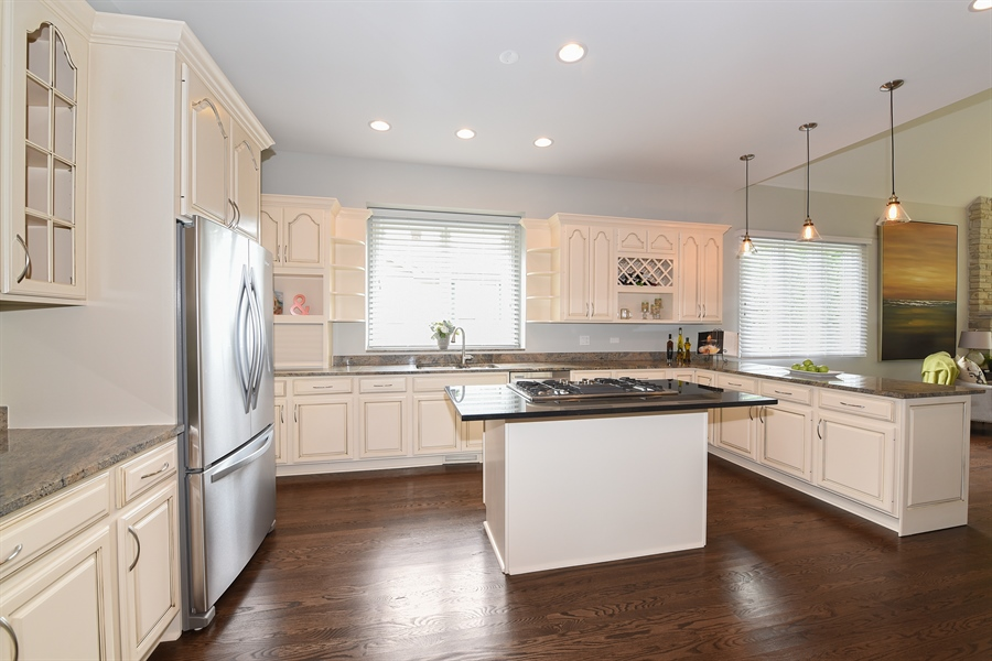 Real Estate Photography - 724 N County Line Rd, Hinsdale, IL, 60521 - Kitchen