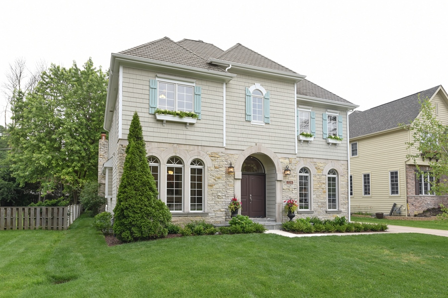 Real Estate Photography - 724 N County Line Rd, Hinsdale, IL, 60521 - Front View