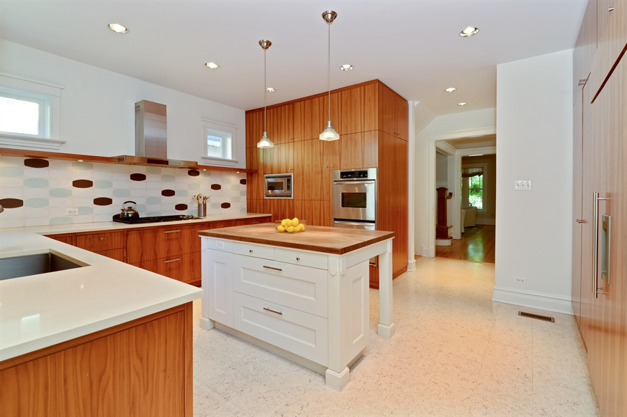 Real Estate Photography - 740 West Hutchinson St, Chicago, IL, 60613 - Kitchen