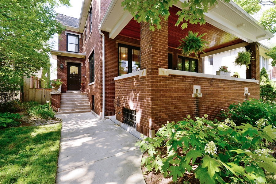 Real Estate Photography - 740 West Hutchinson St, Chicago, IL, 60613 - Front View