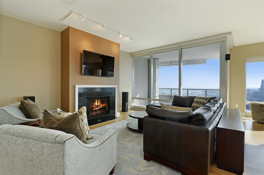 Real Estate Photography - 340 East Randolph St, 4406, Chicago, IL, 60601 - Living Room