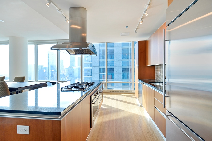 Real Estate Photography - 340 East Randolph St, 4406, Chicago, IL, 60601 - Terrace