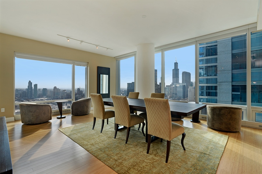 Real Estate Photography - 340 East Randolph St, 4406, Chicago, IL, 60601 - Dining Room