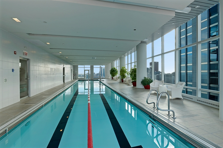 Real Estate Photography - 340 East Randolph St, 4406, Chicago, IL, 60601 - Pool