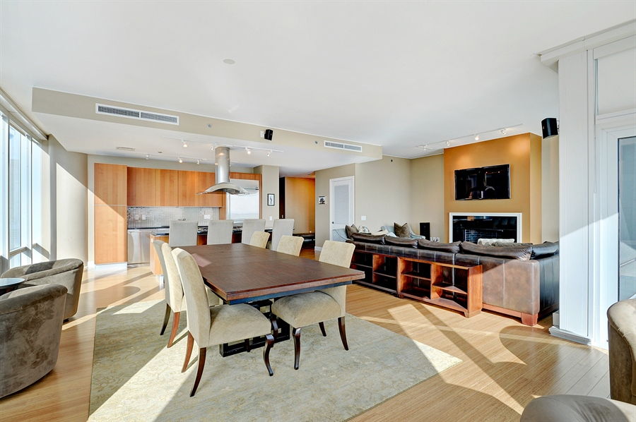 Real Estate Photography - 340 East Randolph St, 4406, Chicago, IL, 60601 - Living Room / Dining Room