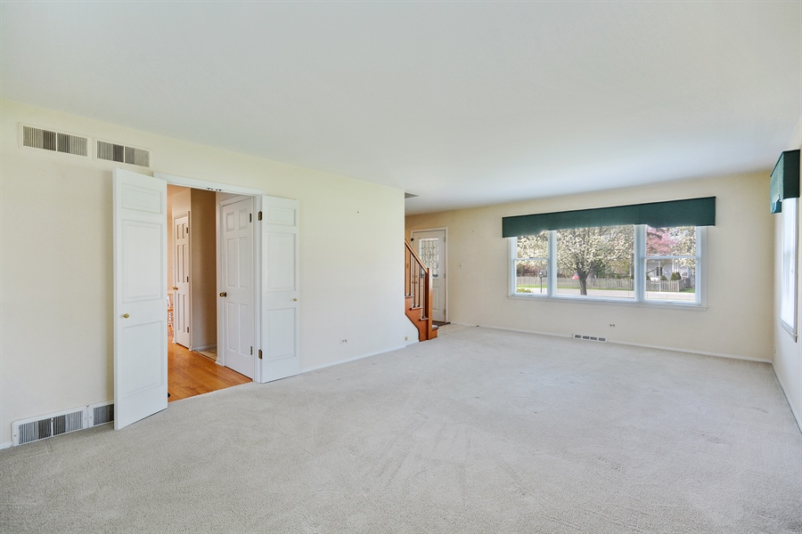 Real Estate Photography - 5S351 Columbia St, Naperville, IL, 60563 - Living Room