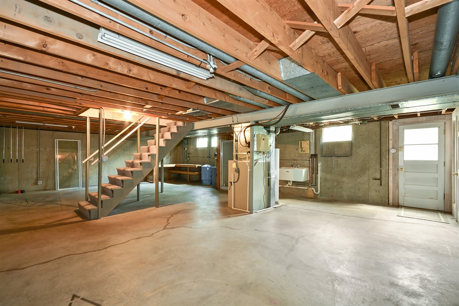Real Estate Photography - 5S351 Columbia St, Naperville, IL, 60563 - Basement
