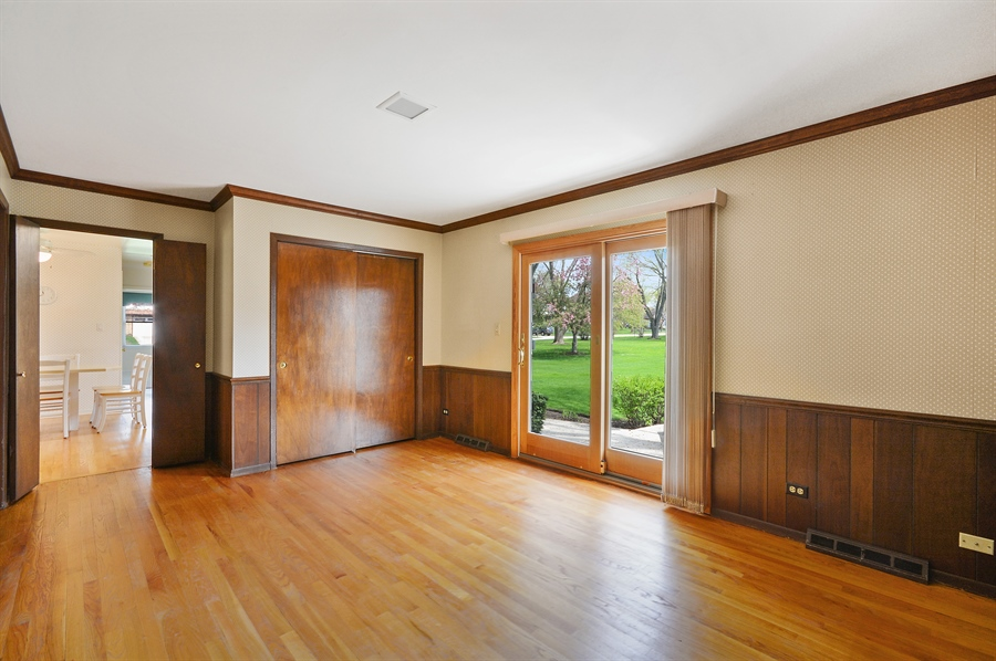 Real Estate Photography - 5S351 Columbia St, Naperville, IL, 60563 - Family Room