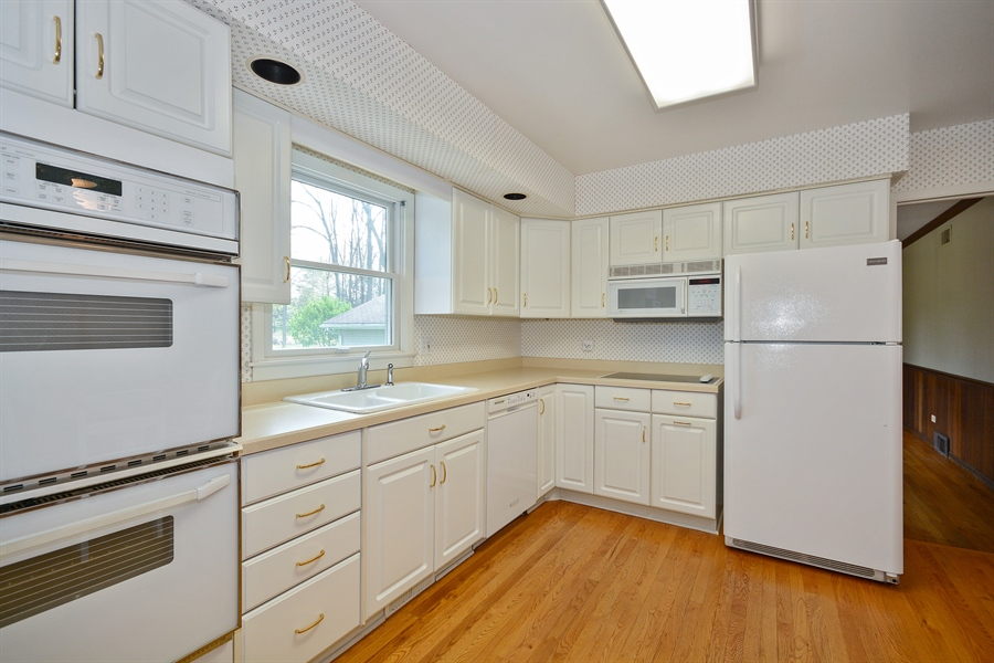 Real Estate Photography - 5S351 Columbia St, Naperville, IL, 60563 - Kitchen