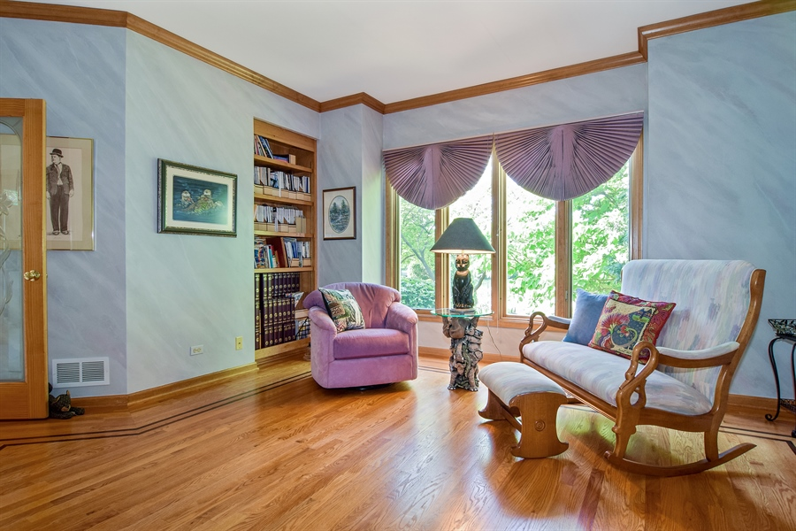 Real Estate Photography - 1581 Far Hills Dr, Bartlett, IL, 60103 - Living Room