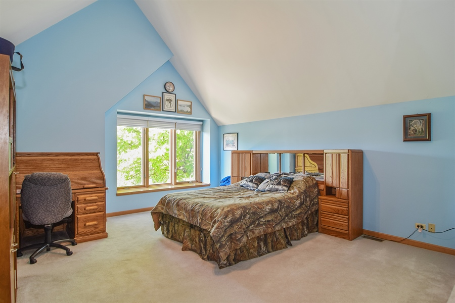Real Estate Photography - 1581 Far Hills Drive, Bartlett, IL, 60103 - 2nd Bedroom
