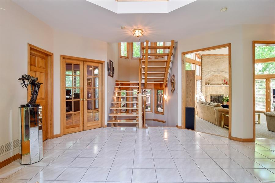 Real Estate Photography - 1581 Far Hills Drive, Bartlett, IL, 60103 - Foyer