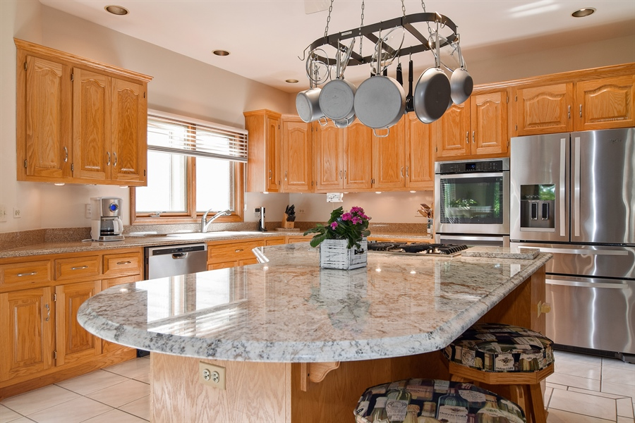 Real Estate Photography - 1581 Far Hills Drive, Bartlett, IL, 60103 - Kitchen