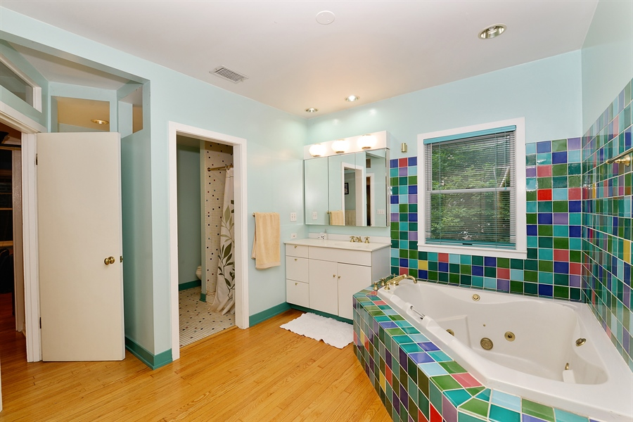 Real Estate Photography - 1444 West Birchwood Ave, Chicago, IL, 60626 - Master Bathroom