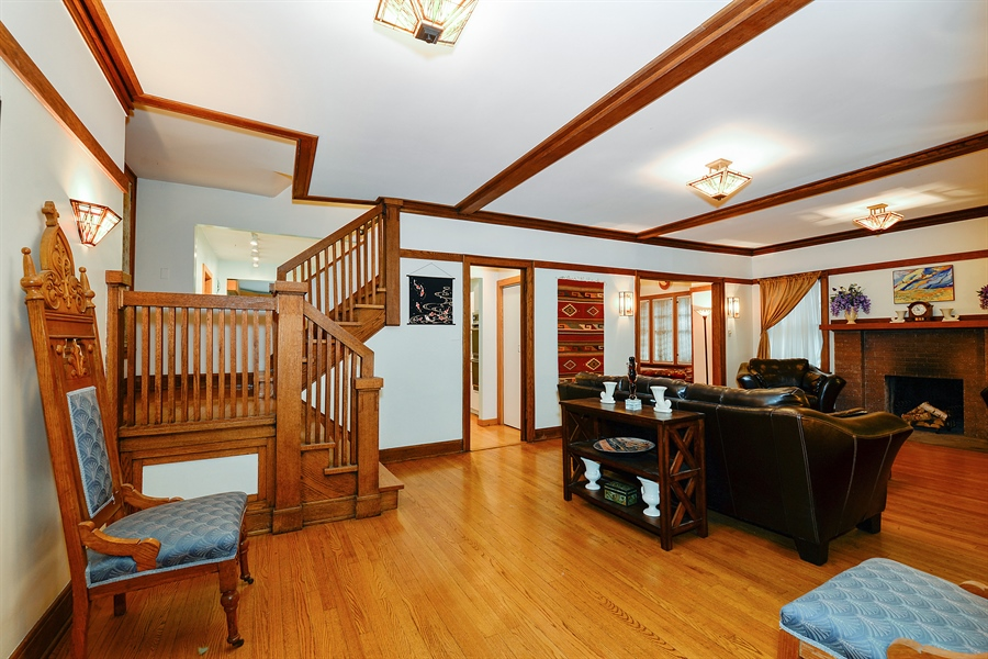 Real Estate Photography - 1444 West Birchwood Ave, Chicago, IL, 60626 - Foyer
