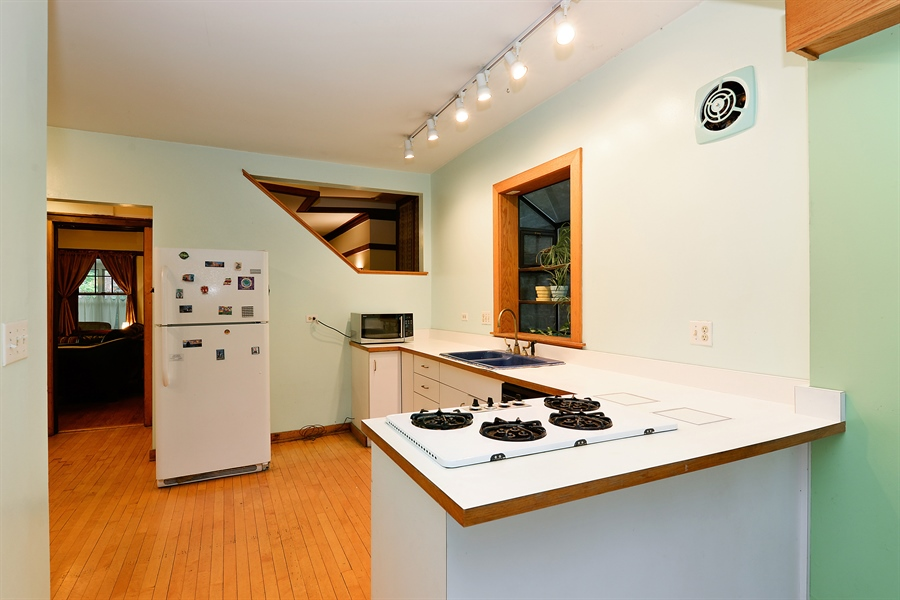 Real Estate Photography - 1444 West Birchwood Ave, Chicago, IL, 60626 - Kitchen