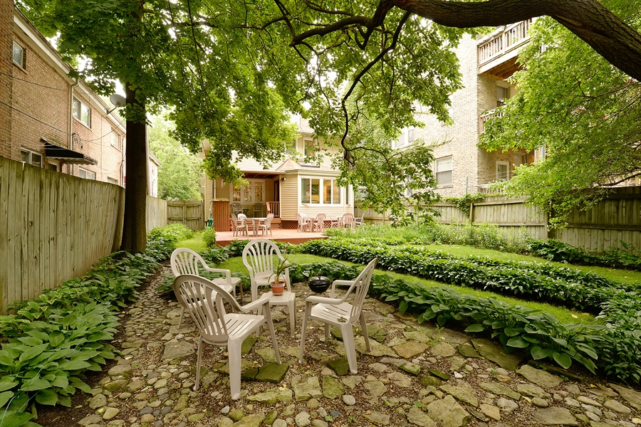 Real Estate Photography - 1444 West Birchwood Ave, Chicago, IL, 60626 - Rear View