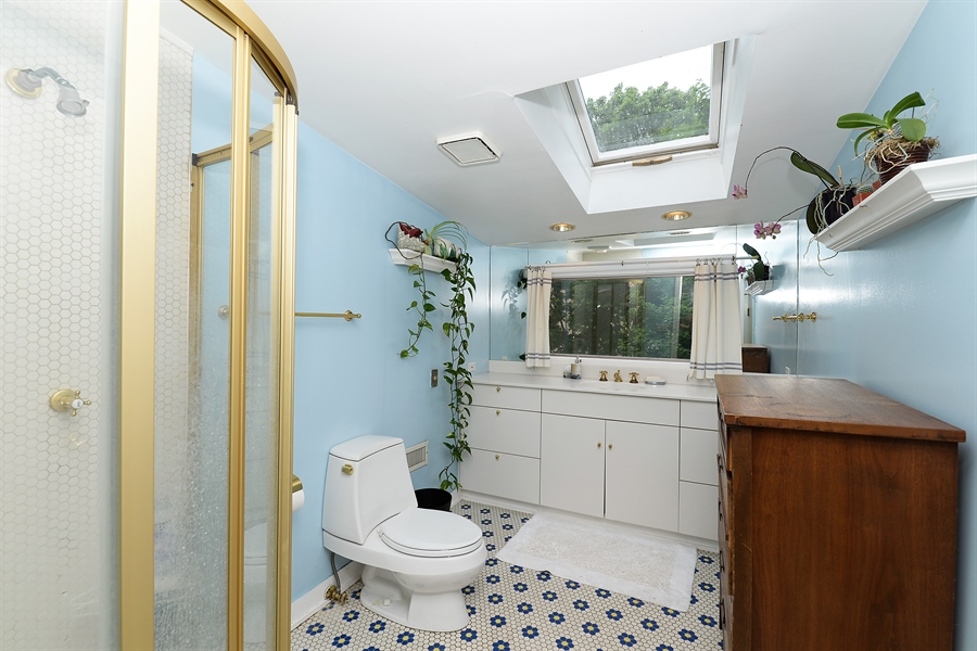 Real Estate Photography - 1444 West Birchwood Ave, Chicago, IL, 60626 - 2nd Bathroom