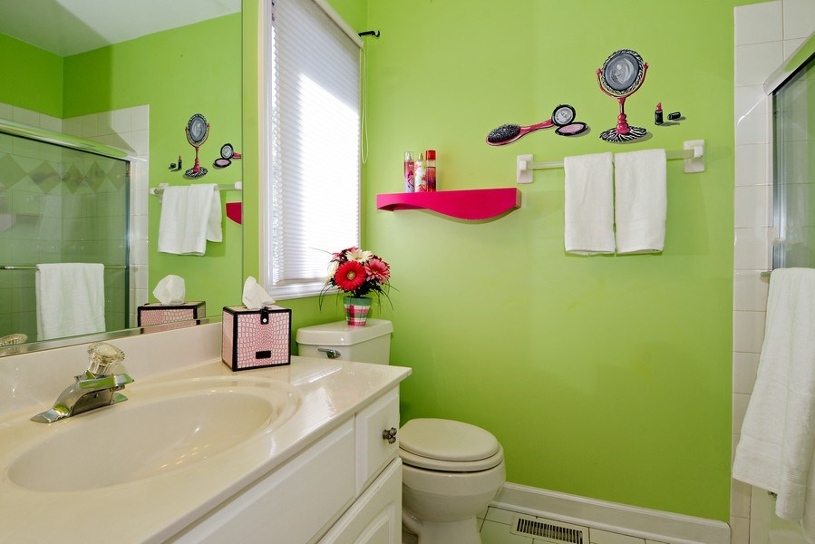 Real Estate Photography - 1126 Chadwick Ct, Aurora, IL, 60502 - 3rd Bathroom