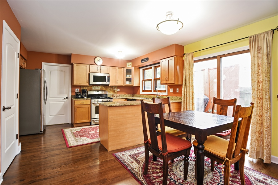 Real Estate Photography - 33521 N. Ivy Lane, Grayslake, IL, 60030 - KITCHEN and BREAKFAST ROOM