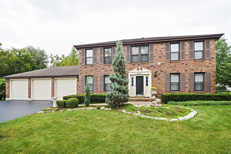 Real Estate Photography - 33521 N. Ivy Lane, Grayslake, IL, 60030 - FRONT VIEW
