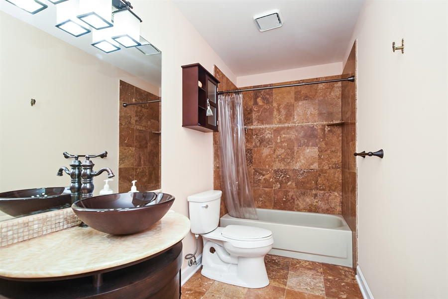Real Estate Photography - 33521 N. Ivy Lane, Grayslake, IL, 60030 - BATH ROOM