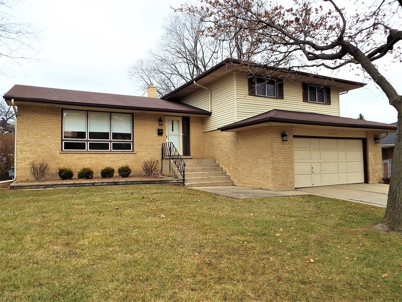 Real Estate Photography - 3504 Plum Grove Dr, Rolling Meadows, IL, 60008 - Front View