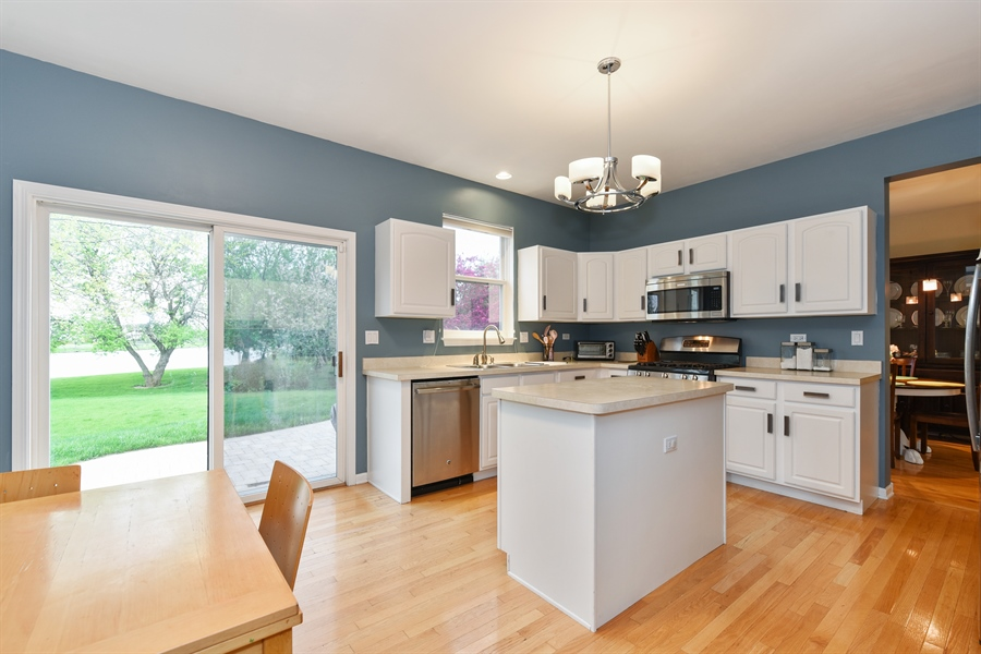 Real Estate Photography - 1042 Spinnaker St, Elgin, IL, 60123 - Kitchen