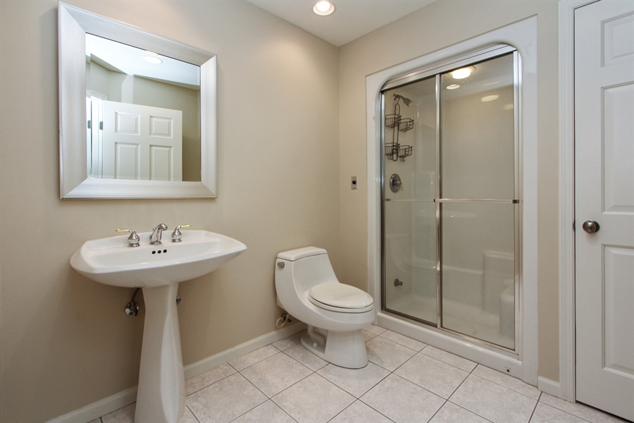 Real Estate Photography - 9 Wescott Drive, South Barrington, IL, 60010 - 4th Bathroom