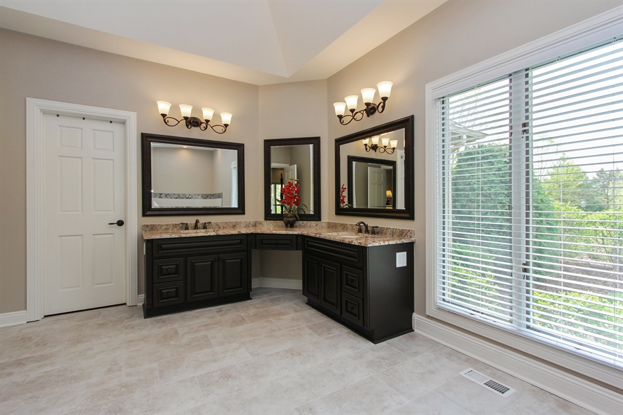 Real Estate Photography - 9 Wescott Drive, South Barrington, IL, 60010 - Master Bathroom