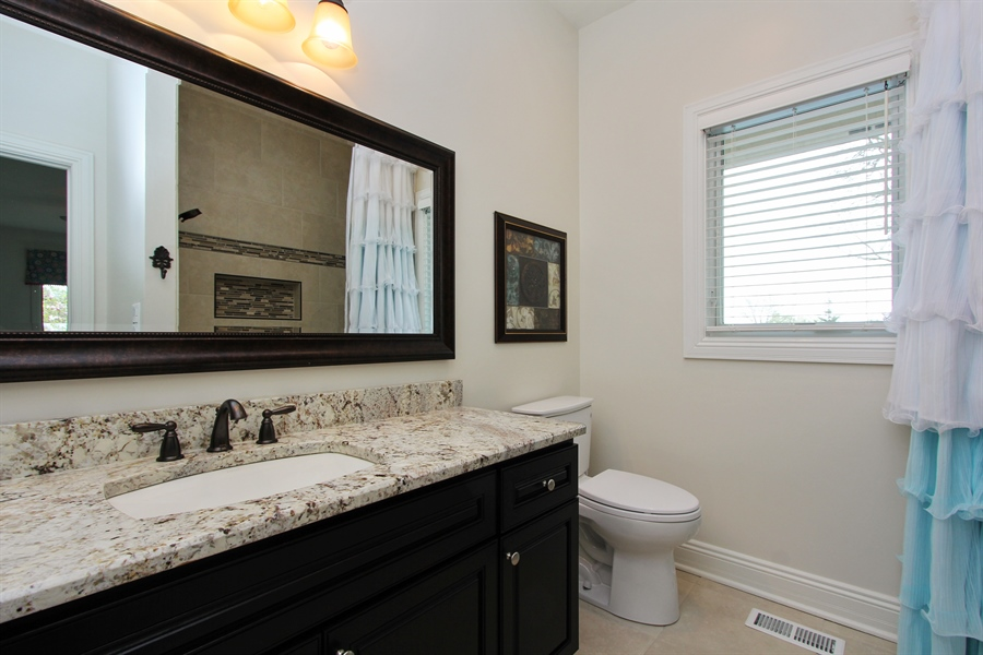 Real Estate Photography - 9 Wescott Drive, South Barrington, IL, 60010 - 2nd Bathroom