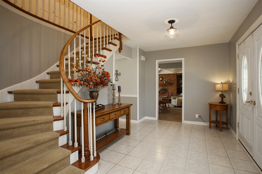 Real Estate Photography - 2 Knoll Ridge Road, Rolling Meadows, IL, 60008 - Foyer